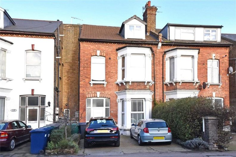 2 bedroom(s) apartment to sale in Claremont Road, Cricklewood, London-image 5