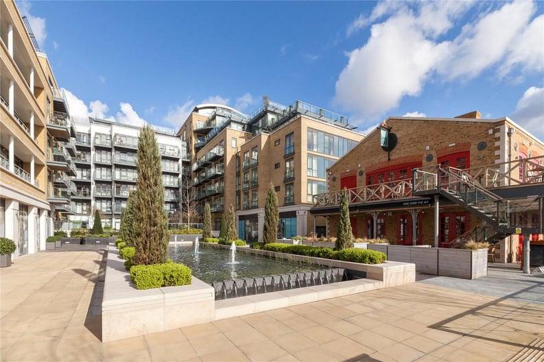 2 bedroom(s) apartment to sale in Rothschild House, Kew Bridge Road, Kew, Brentford-image 15