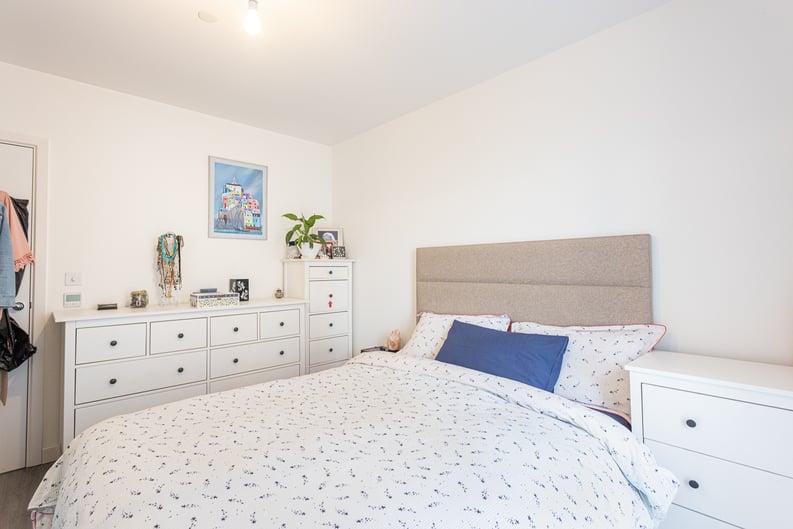 1 bedroom(s) apartment to sale in Moorhen Drive, London-image 8