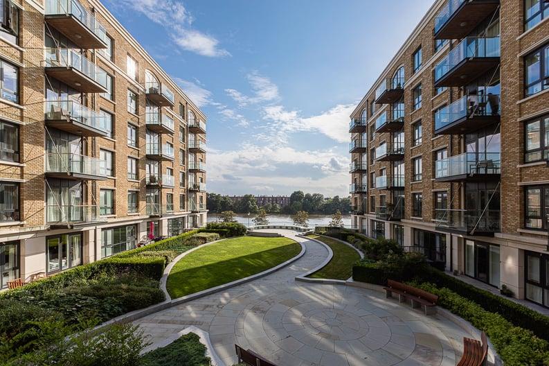 2 bedroom(s) apartment to sale in Regatta Lane, Fulham Reach, London-image 2