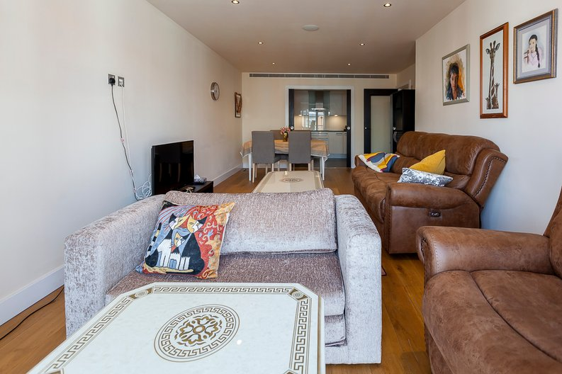 3 bedroom(s) apartment to sale in Cavendish House, Boulevard Drive, Beaufort Park, Colindale-image 3