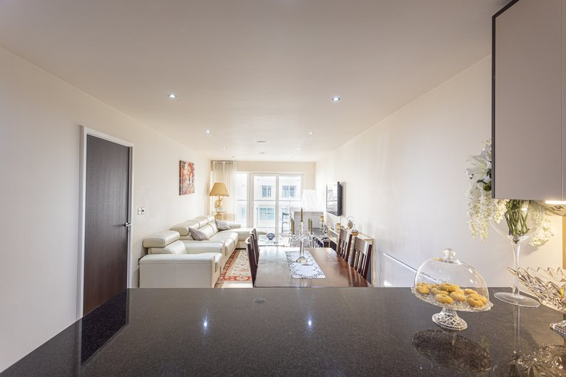 2 bedroom(s) apartment to sale in Boulevard Drive, Colindale, London-image 7
