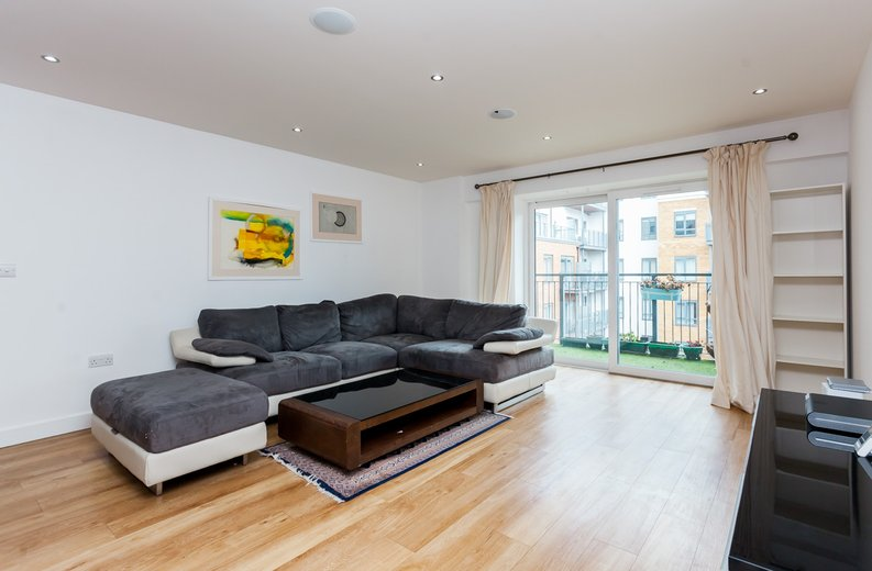 2 bedroom(s) apartment to sale in Cavendish House, Boulevard Drive, Beaufort Park, Colindale-image 2