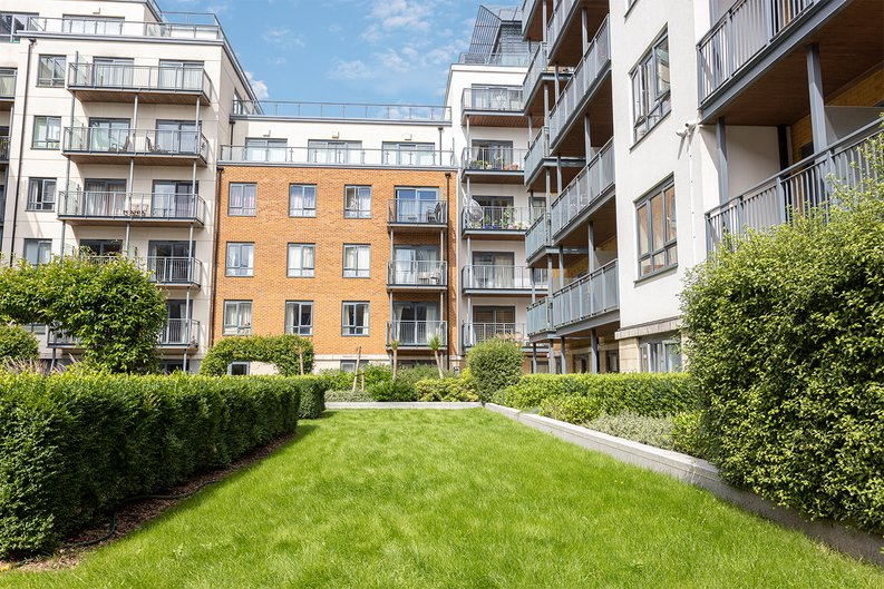 2 bedroom(s) apartment to sale in Aerodrome Road, Colindale, London-image 28