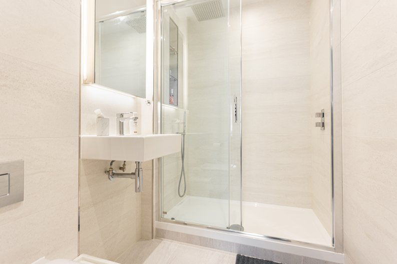 2 bedroom(s) apartment to sale in Colindale Gardens, London-image 12