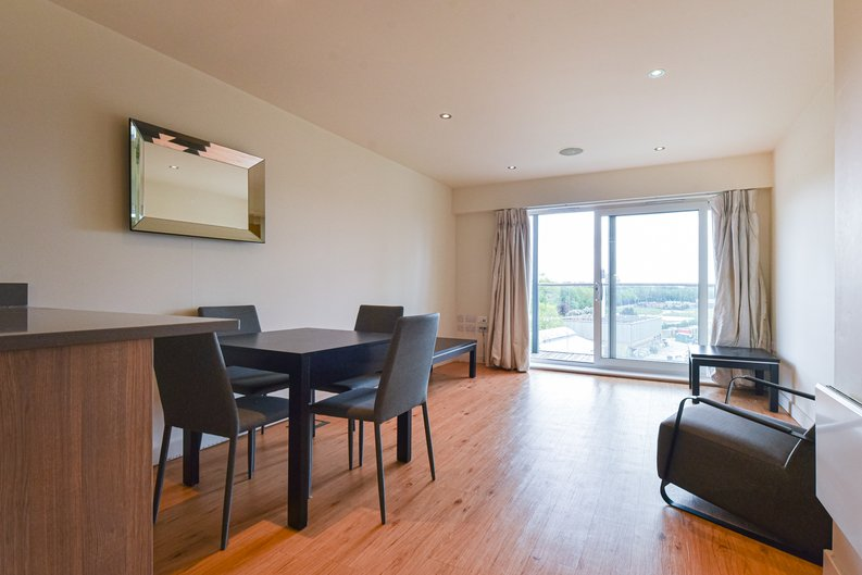 1 bedroom(s) apartment to sale in East Drive, London-image 1