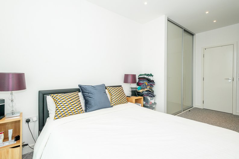 2 bedroom(s) apartment to sale in Pinnacle Apartments 11 Saffron Central Square, London, Croydon-image 2