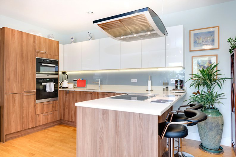 2 bedroom(s) apartment to sale in Regis Place, 10 Llanvanor Road, Childs Hill, London-image 6