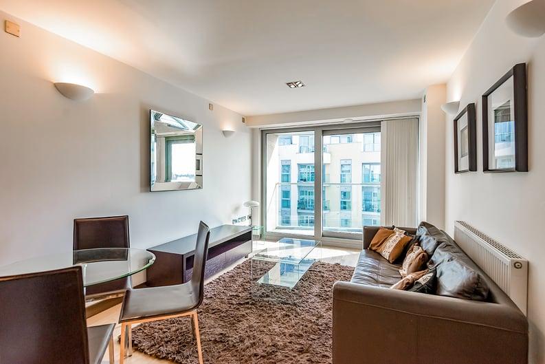 1 bedroom(s) apartment to sale in Vicentia Court, Bridges Court Road, London-image 1