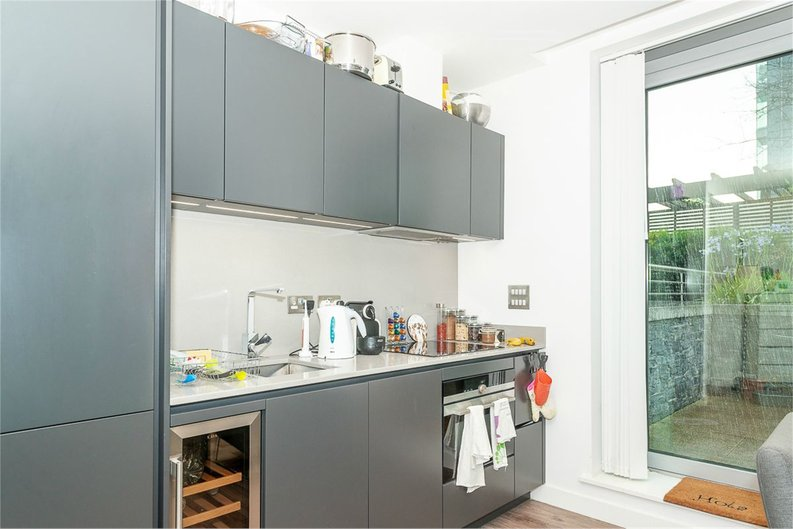 1 bedroom(s) apartment to sale in Satin House, 15 Piazza Walk, Goodmans Fields-image 5