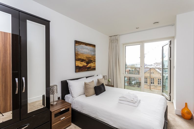 2 bedroom(s) apartment to sale in Belgravia House, Dickens Yard, Ealing-image 9