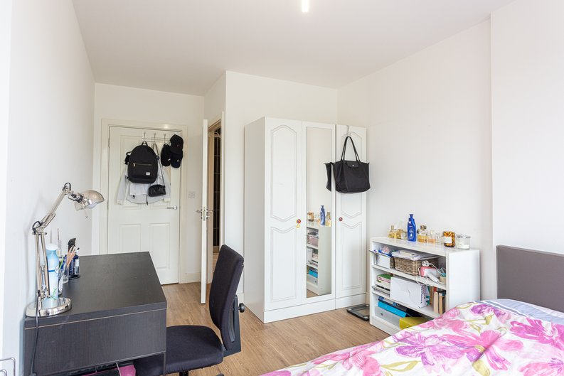 3 bedroom(s) apartment to sale in Sunflower Court, Seven Sisters Road, Finsbury Park, London-image 8
