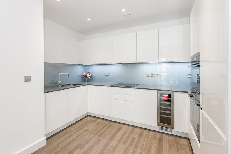 2 bedroom(s) apartment to sale in Brent House, Wandsworth Road, Nine Elms-image 3