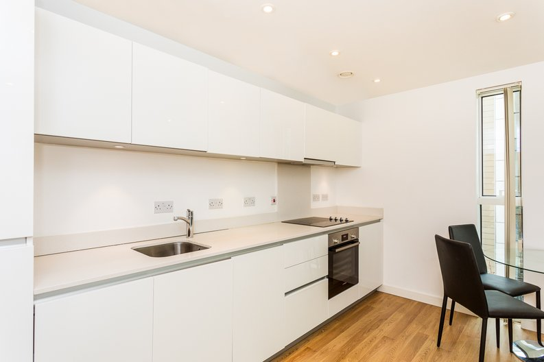 2 bedroom(s) apartment to sale in Waterside Apartments, Woodberry Down, Manor House-image 5