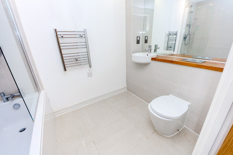 2 bedroom(s) apartment to sale in Craig Tower, Aqua Vista Square, Bow-image 5