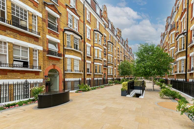 3 bedroom(s) apartment to sale in Walton Street, Kensington/Chelsea, London-image 22