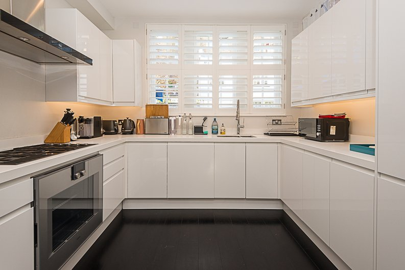 5 bedroom(s) house to sale in Cadogan Lane, Knightsbridge-image 3