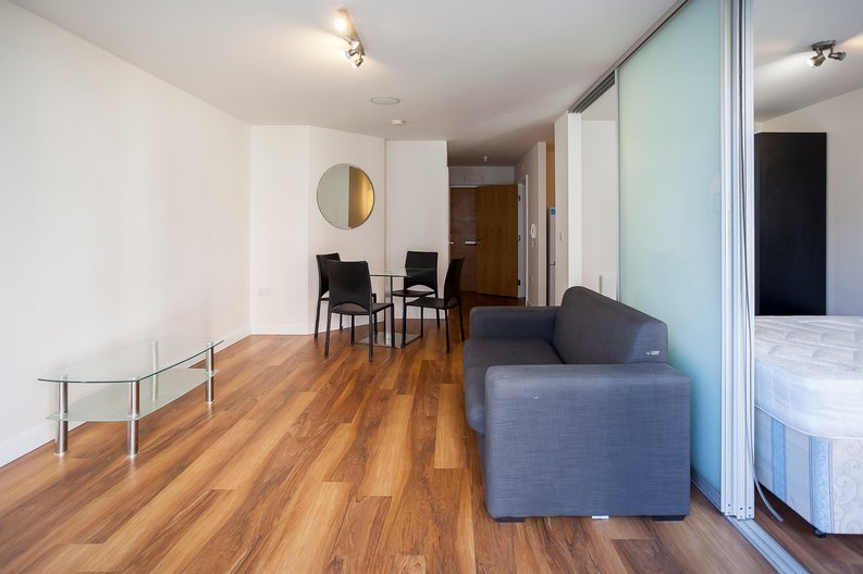 Studio apartment to sale in Ascent House, 12 Boulevard Drive, Beaufort Park , London-image 3