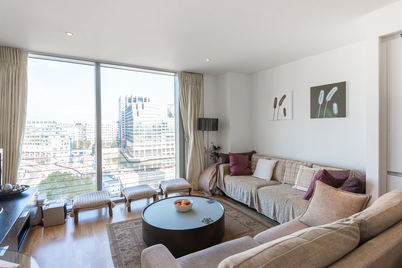 1 bedroom(s) apartment to sale in Marsh Wall, Canary Wharf, London-image 1