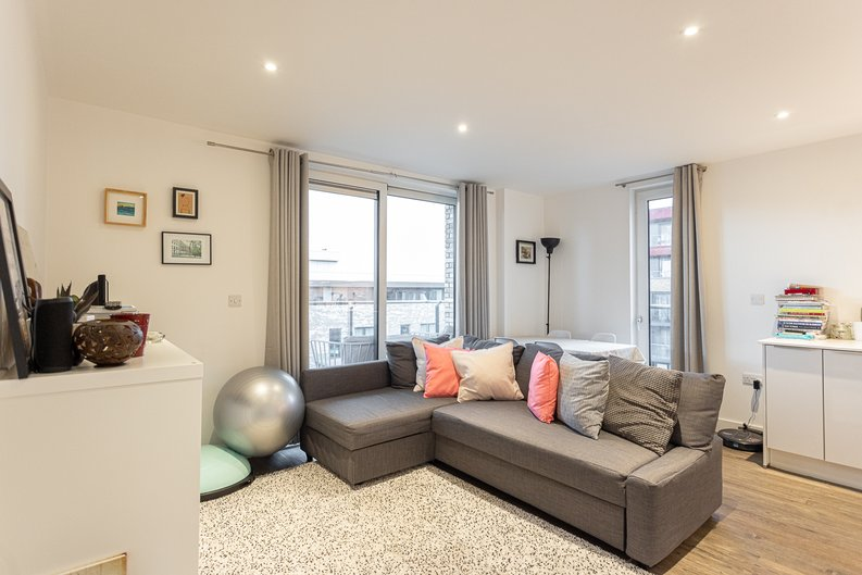 2 bedroom(s) apartment to sale in Cadmus Court, Seafarer Way, Surrey Quays, London-image 2