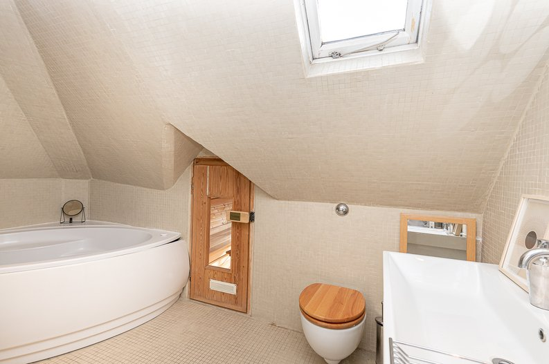2 bedroom(s) apartment to sale in Hollycroft Avenue, Hampstead, London-image 13