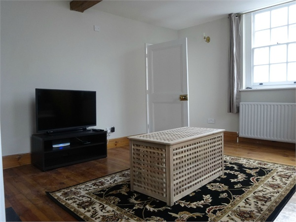 Main Photo of a 5 bedroom  House to rent