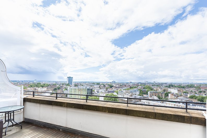 3 bedroom(s) apartment to sale in Cromwell Road, South Kensington, London-image 40