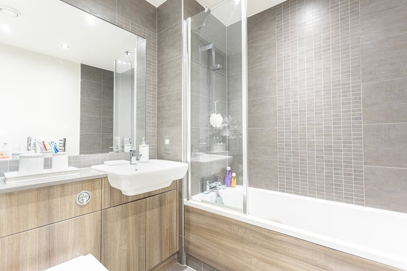 2 bedroom(s) apartment to sale in Boulevard Drive, Colindale, London-image 4