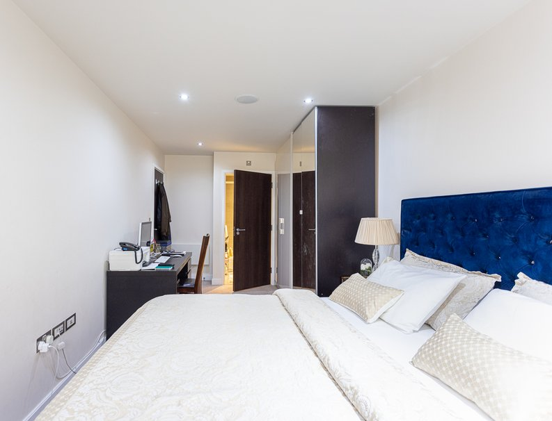 2 bedroom(s) apartment to sale in Boulevard Drive, Colindale, London-image 12