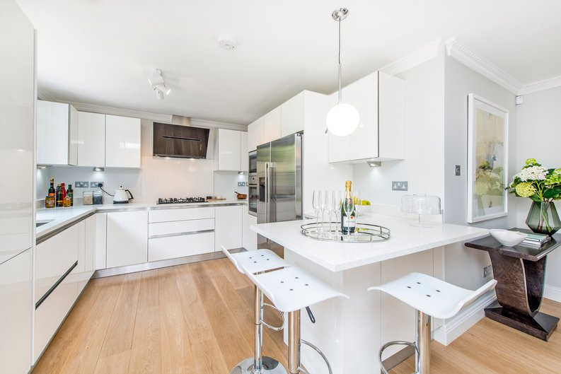 3 bedroom(s) apartment to sale in Drayton Gardens, Chelsea, London-image 7