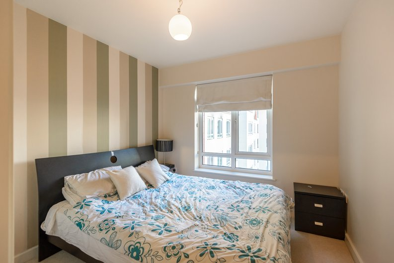 1 bedroom(s) to sale in Boulevard Drive, London-image 3