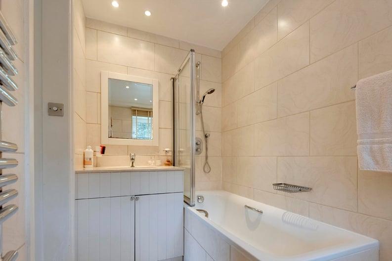 2 bedroom(s) apartment to sale in Broadlands Lodge, Broadlands Road, Highgate, London-image 9