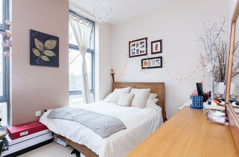 1 bedroom(s) apartment to sale in Martlesham Walk, Colindale-image 3