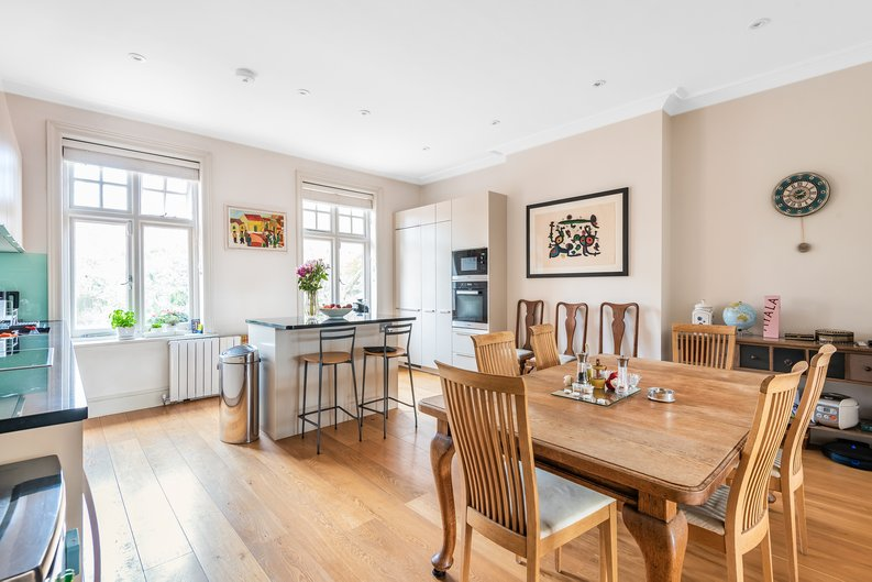 4 bedroom(s) apartment to sale in Bracknell Gardens, Hampstead, London-image 7