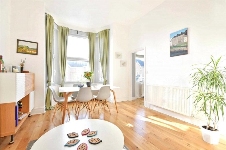 2 bedroom(s) apartment to sale in Claremont Road, Cricklewood, London-image 12