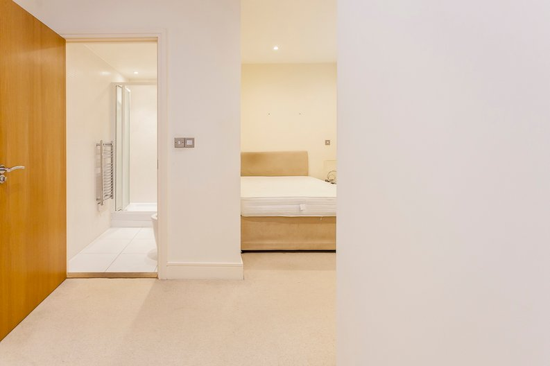 2 bedroom(s) apartment to sale in Denison House, Lanterns Court, Canary Wharf-image 6