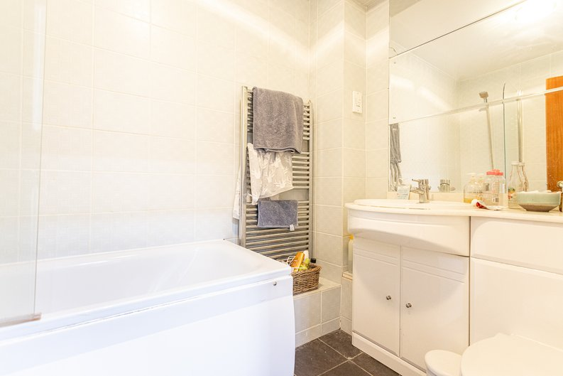 2 bedroom(s) apartment to sale in Imperial Court, Shepherds Hill, Highgate, London-image 16