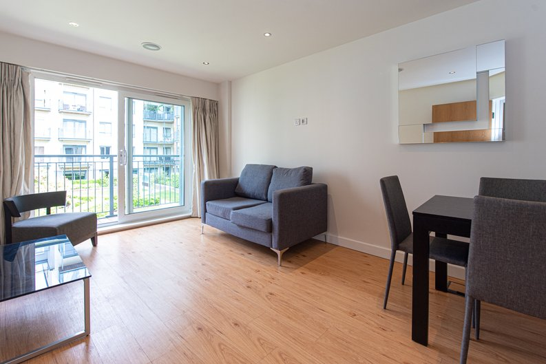 1 bedroom(s) apartment to sale in Heritage Avenue, London-image 5