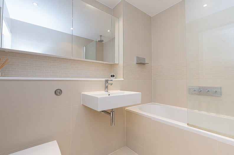 2 bedroom(s) apartment to sale in Hyperion Tower, Pump House Crescent, Greater London, Brentford-image 8