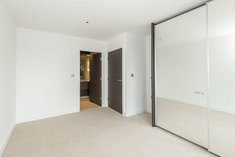 3 bedroom(s) apartment to sale in Quartz House, Dickens Yard, Ealing-image 9