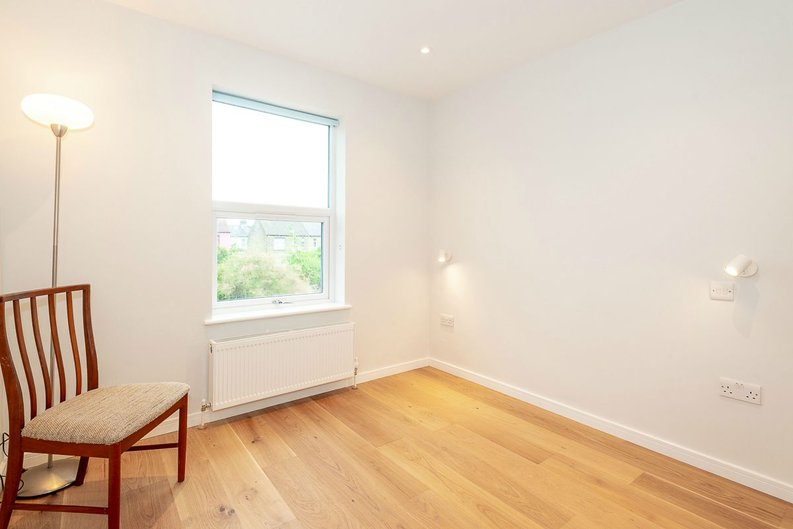 2 bedroom(s) apartment to sale in Third Avenue, Manor Park-image 5