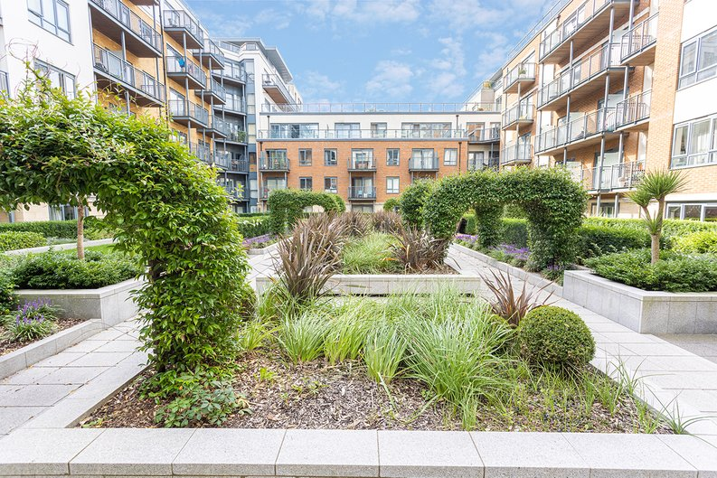 Studio apartment to sale in Boulevard Drive, Colindale, London-image 13