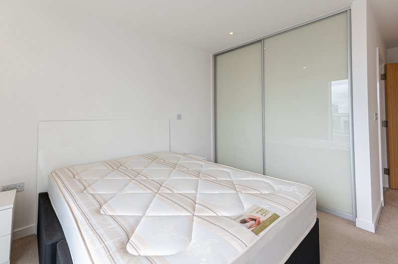 2 bedroom(s) apartment to sale in Goodchild Road, Woodberry Down, London-image 14