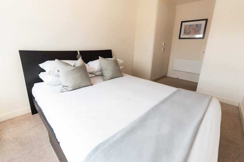 1 bedroom(s) apartment to sale in Heritage Avenue, Colindale, London-image 7