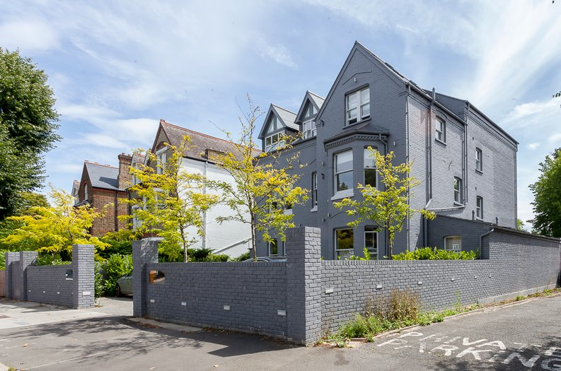 3 bedroom(s) apartment to sale in Montpelier Road, Ealing-image 2