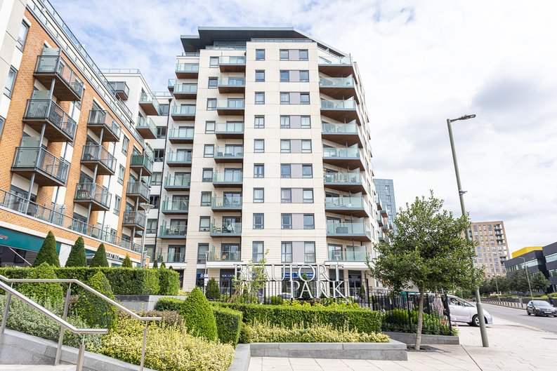2 bedroom(s) apartment to sale in Aerodrome Road, Colindale, London-image 20