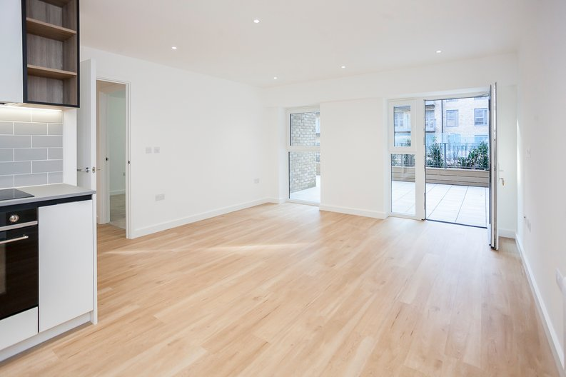 1 bedroom(s) apartment to sale in Fairbank House, Beaufort Square, Beaufort Park, Colindale-image 2