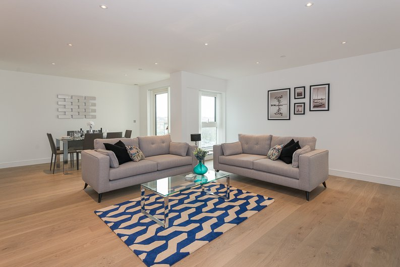 2 bedroom(s) apartment to sale in Longfield Avenue, Ealing, London-image 6