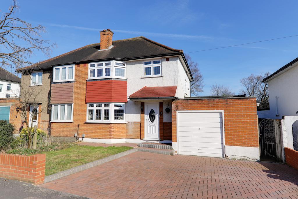 Oak Lodge Avenue, Chigwell, Essex