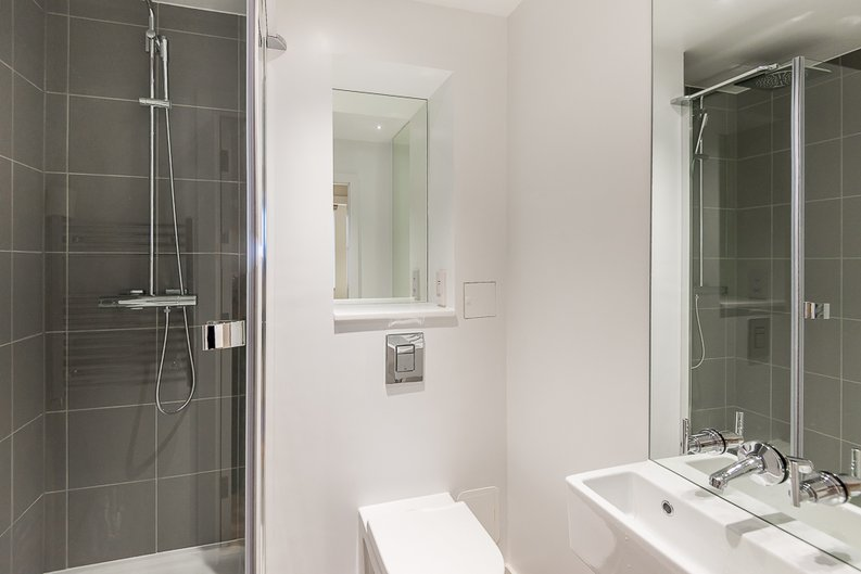 2 bedroom(s) apartment to sale in 27 Lovat Lane, London-image 9